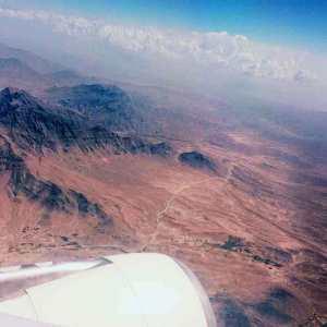 2014-0805-FlyingintoAfghanistan-S-Maurin800