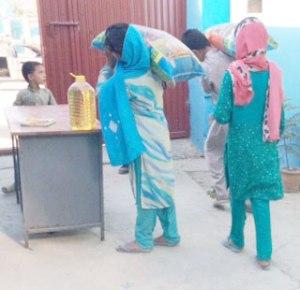 Kids receiving food